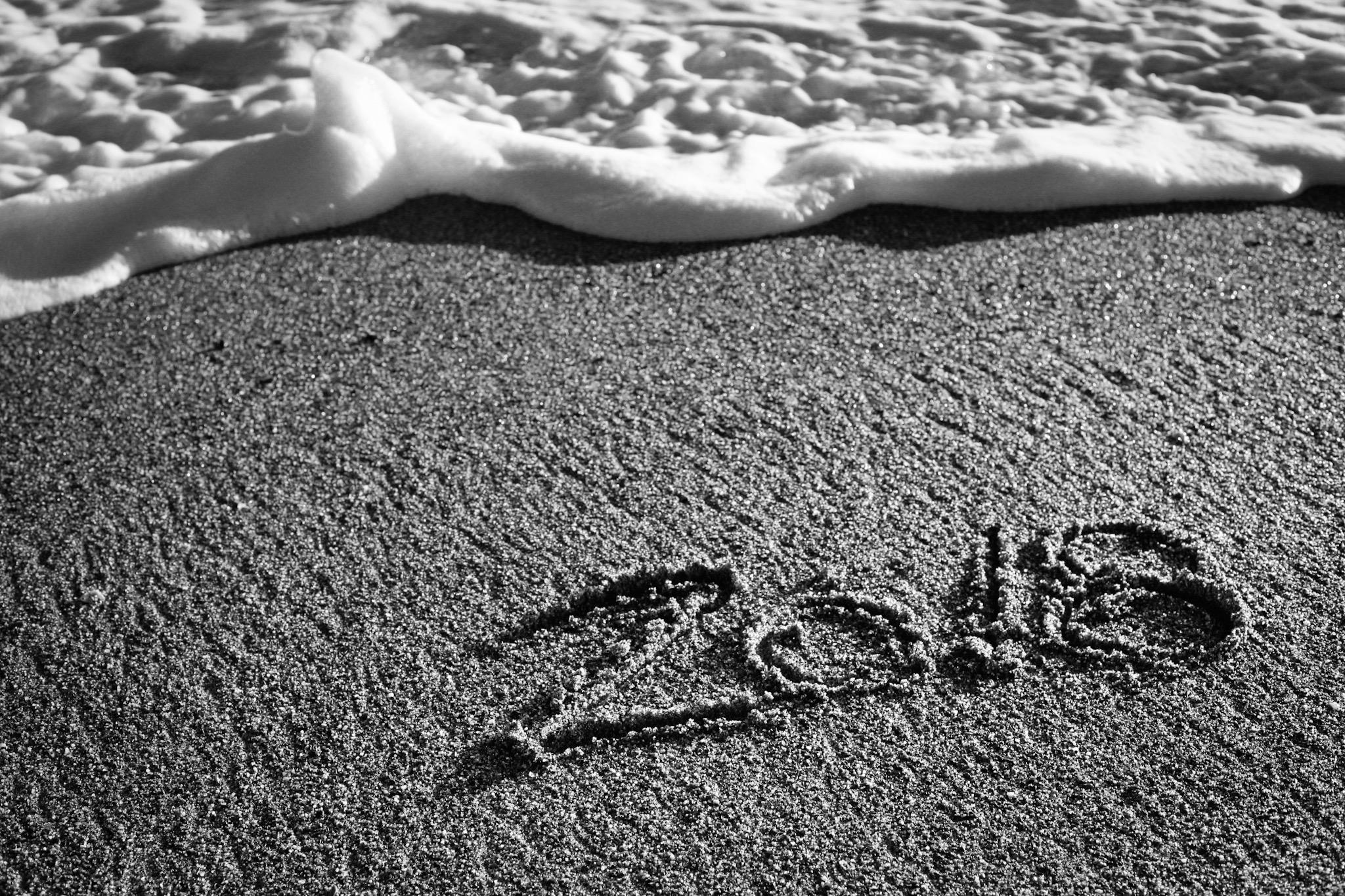 写真:浜辺に書いた2018